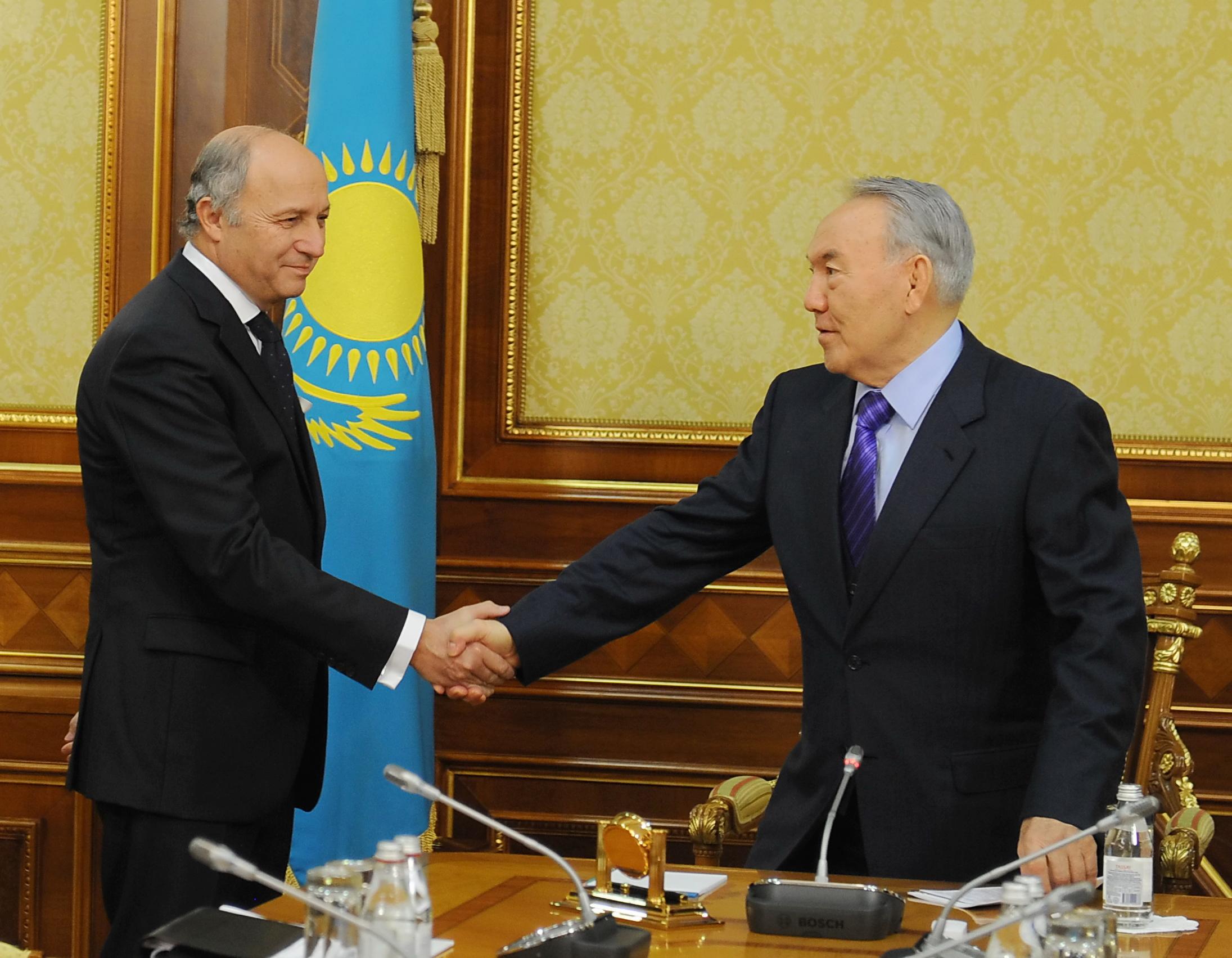 Visite du ministre laurent fabius astana ambassade de for Ministre de france